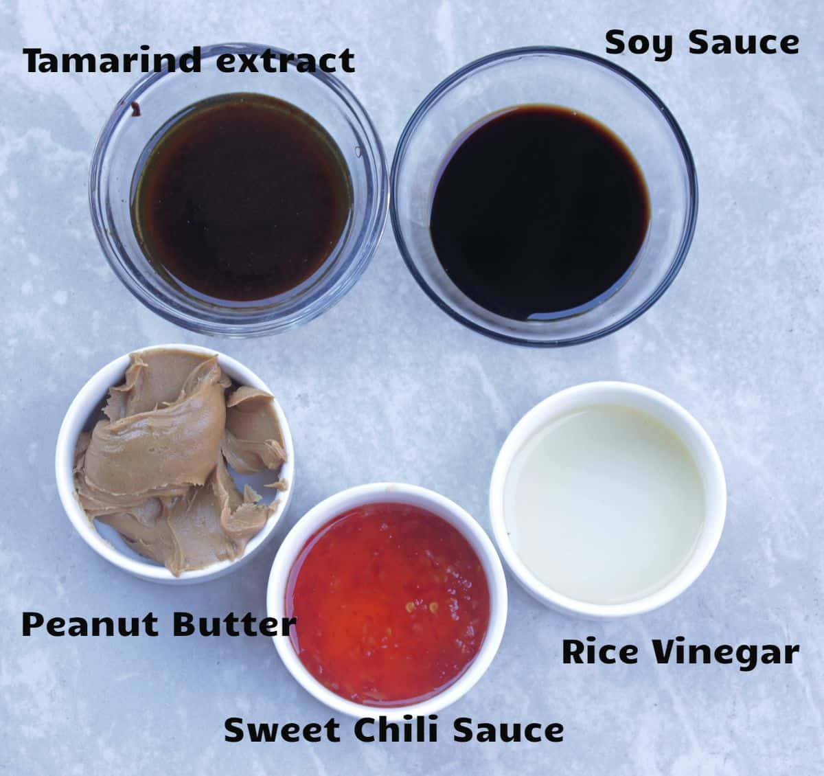 Ingredients needed to make spicy Thai sauce